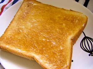 マーガリン はちみつ トースト 伸ばす